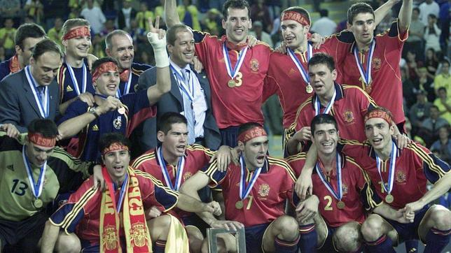 Spain celebrating 2004 FIFA Futsal World Cup Triumph